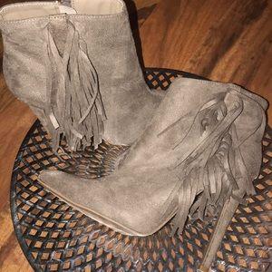 Sz 9 Women's fringe ankle Boots!!